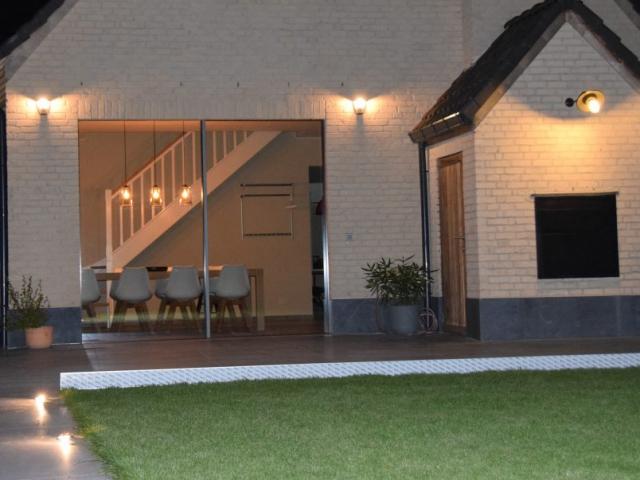 Verlichte tuinpaden en verlicht terras